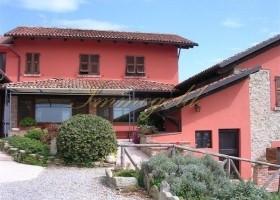 Großzügiges Landhaus mit zwei Gästewohnungen
