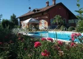 Ein kleines Schmuckstück... für Sie ausgesucht; gepflegtes Landhaus mit phantastischer Sicht bis in die See-Alpen.