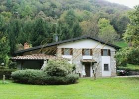Tolles Landhaus in super Naturlage am Lago D'Endine, mit herrlichem Panoram.