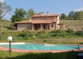Toscana, luxuriöse Wohnung in einem antiken Borgo mit eigenem Garten und Gemeinschaftspool.