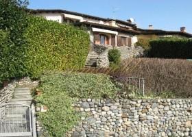 Aparte Wohnung mit Terrasse und Garten in gepflegter Residenz mit Pool.