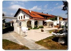 Immogold Piemonte, Teil eines ursprünglichen, einseitig angebauten piemontesischen Landhauses mit schönem Alpenblick, Panoramablick.