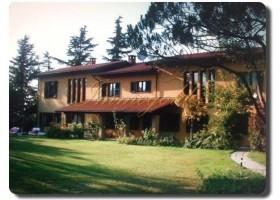 Immogold, stilvoller Landsitz mit Gästebereichen,Pool und Tennisplatz