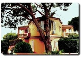 Immogold Haus bei Fontana Bianche im Stil der 70er Jahre