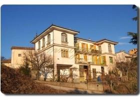 Immogold, charakteristische Villa aus dem frühen 20. Jahrhundert