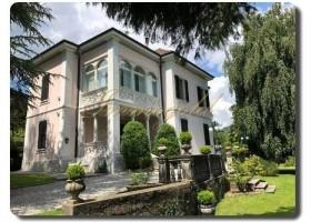 repräsentative Villa mit stimmungsvollem Garten