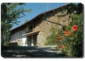 Immogold, Süd Piemont zwei zu restaurierende Natursteinhäuser, originale Bauernhäuser in toller Lage
