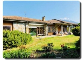 Immogold geräumige Villa mit Schwimmhalle und Seeblick, in ruhiger Lage, zentrumsnah.