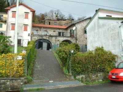 Herrschaftliches Dorfhaus für Kenner, hoch über La Spezia nahe der Cinque Terre.