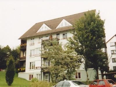 Gepflegte 3-Zimmer-Dachgeschosswohnung mit Balkon und Einbauküche in Uhingen