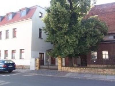 Haus+unausgebauten Dachgeschoß, kl. Garten+Remise, zentral