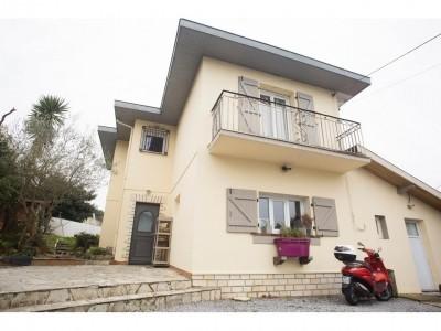 Modernes Einfamilienhaus in einer ruhigen zentralen Wohnlage 2 km vom Strand