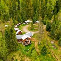Traumhaftes Grundstück (23 Acres) mit Log Home in Central British Columbia
