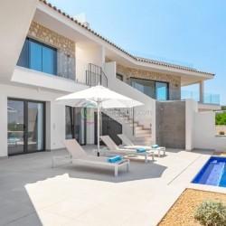 Neubau Doppelhaushälfte, mit Pool und Meerblick – Bahia Blava
