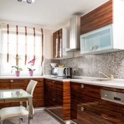 Exklusive 3-Zimmer-Apartment mit Kamin, Balkon, Luxusbad, Internet uvm.