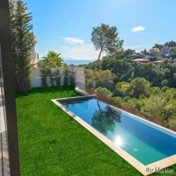 ***Hochwertige Villa moderner Architektur mit Meerblick***