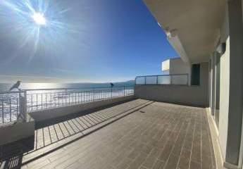Penthouse mit traumhaftem Meerblick an erster Meereslinie mit direktem Strandzugang