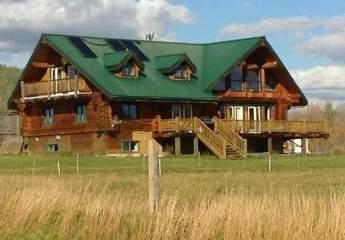 Ranch / Lodge / Haus mit viel Nebengelass                       auf traumhaftem, 40 ha großem Seegrundstück in Kanada