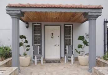 Villa  mit Appartement und Meerblick